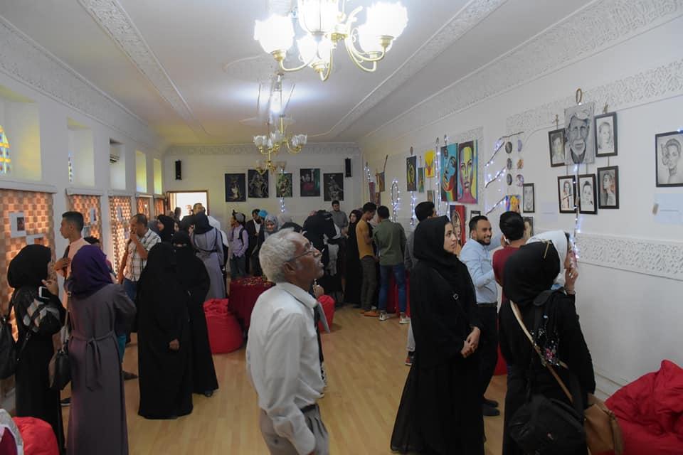 معرض فن وقهوة